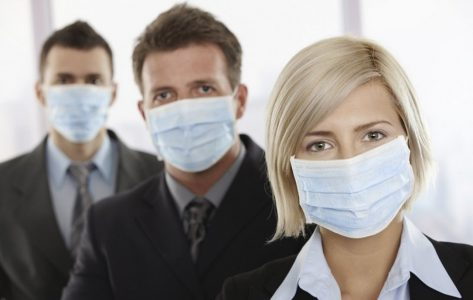 Роспотребнадзор запретил омичам работать без масок и перчаток