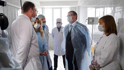 Омские врачи получат премии в 50 тысяч за борьбу с коронавирусом