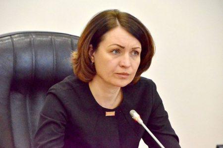 Оксана Фадина пригрозила проверками и штрафами предприятиям работающим во время самоизоляции