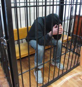 В Омске рецидивист едва выйдя из тюрьмы ограбил кассу кондитерской и кафе быстрого питания