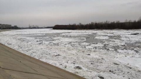 Двое омичей провалились под лёд переходя Иртыш