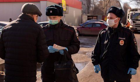 В Омске полицейские составляют протоколы на нарушителей режима самоизоляции