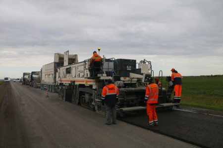 Дороги Омска начали передавать для ремонта подрядчикам