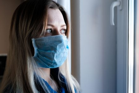 Из-за коронавируса на домашнем карантине находится 631 омич