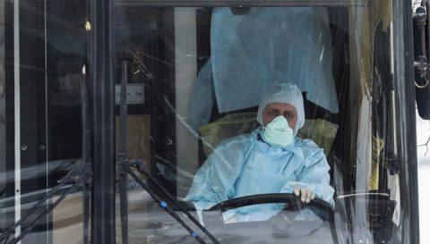 В Омске начали проверки водителей на наличие антисептиков и медицинских масок