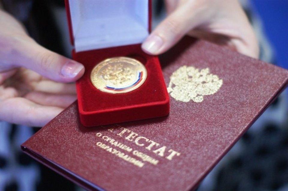 Об особенностях выдачи медалей и аттестатов в 2021 году