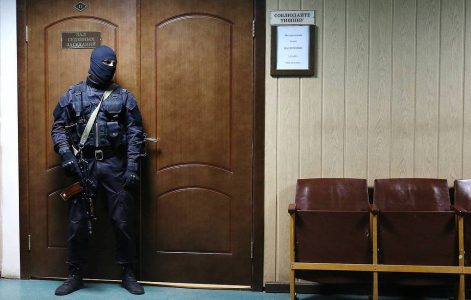 Вахтовики, сбежавшие с карантина, предстанут перед судом в Омске
