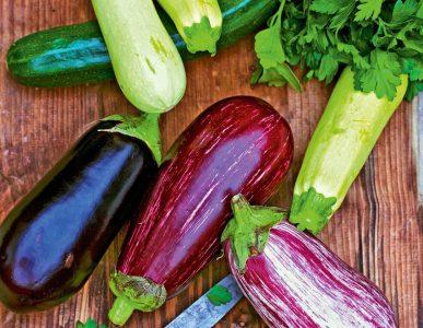 Диетологи назвали список овощей и фруктов,  которые нужно есть с кожурой