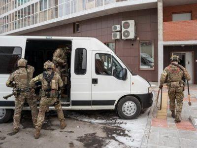 В Омске вахтовики с подозрением на COVID-19 устроили бунт и пытались покинуть госпиталь
