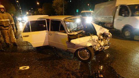 04.05 вечером Омске произошло ДТП – два автомобиля превратились в груду железа