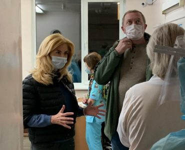 В Омске главврач больницы №1 ушёл в отставку после вспышки коронавируса среди медперсонала