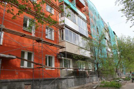 В Омске ремонтируют фасады 132 домов во время пандемии
