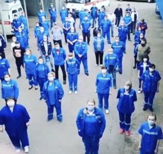 В Омской области собираются сократить 1500 медиков