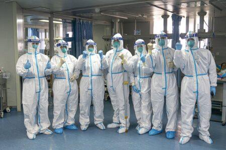 О снижении активности коронавируса заявил главврач больницы Милана