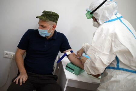Российскую вакцину от коронавируса испытают на 50 добровольцах