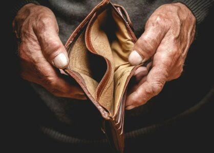 Около 100 миллионов человек окажутся за чертой бедности