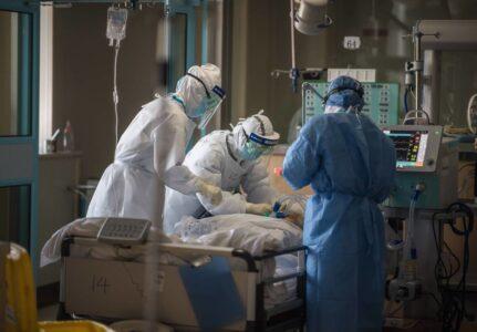 Ученые выяснили,  что иммунитет мужчин и женщин по-разному реагирует на коронавирус