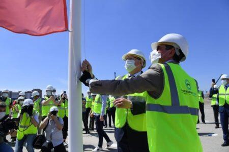 Над стройплощадкой новой «Арены Омск» подняли флаг «Авангарда»