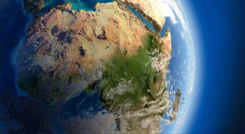 Происходит раскол Африки на две части из-за образования нового океана