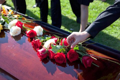 В какое похоронное агентство обратиться?
