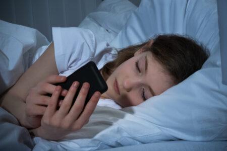 Ученые: поздний сон опасен для подростков
