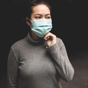 Ученые назвали лучшую маску для защиты от коронавируса