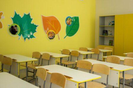 В 102 школах Омска есть свободные места для десятиклассников