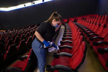 Кинотеатры и рестораны в Омске могут открыть до конца августа