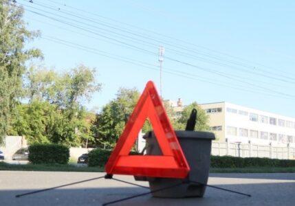Водителя, врезавшегося в дом в Омске, осудят за ДТП