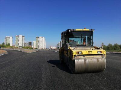 За 10 месяцев работы дорогу на левом берегу в Омске построили только наполовину