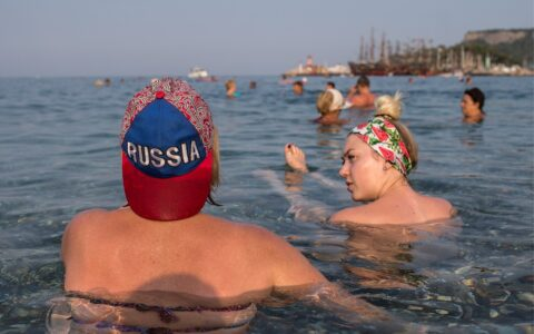 Около половины опрошенных жителей России отказались от отдыха на море в 2020 году