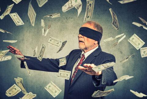 Эксперт рассказал, как не потерять деньги в кризис