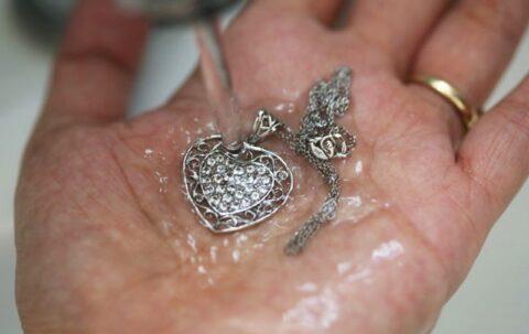 Как ухаживать за украшениями из серебра?