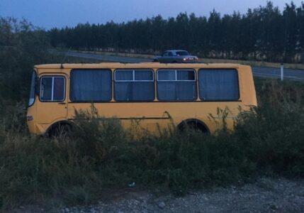 Пассажирский автобус врезался в грузовик в Омской области