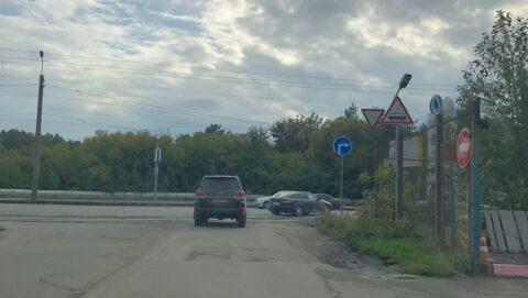 В Омске водители упорно игнорируют дорожный знак
