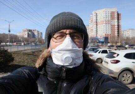 При виде госслужащих жители Омска обязаны будут надевать маски