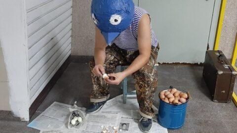 «Выставка» голубей проходит в омском метро