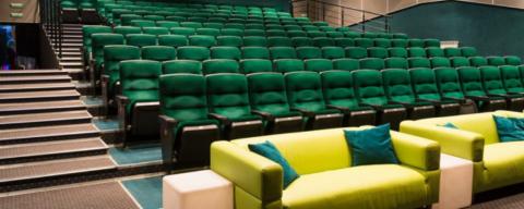 Кинотеатры в первый день открытия посетили 2924 омичей