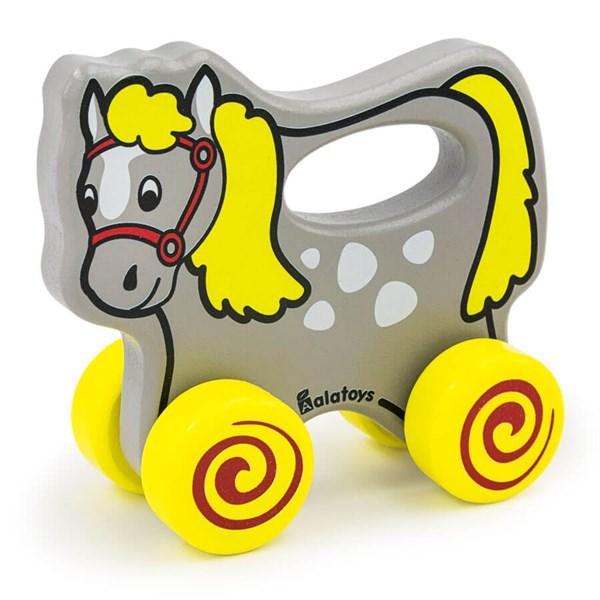 Чем полезны игрушки каталки для детей?