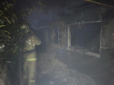 Ночью в Омске сгорел жилой дом