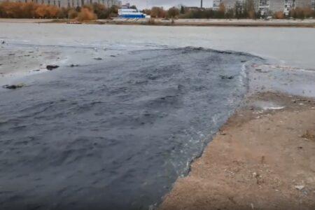 Прокуратура Омска организовала проверку по факту слива в Иртыш нечистот