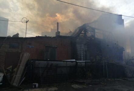Крупный пожар случился на левобережье Омска