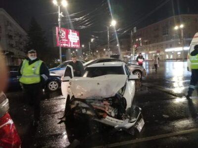 Четыре автомобиля столкнулись в центре Омска