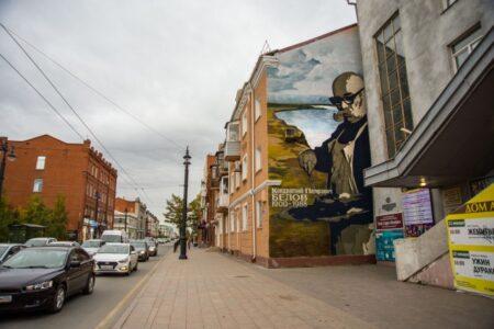 На улице Ленина в Омске появилось новое граффити