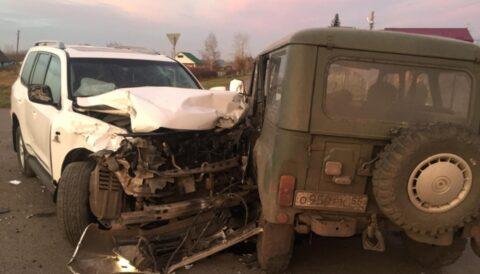 В Омской области УАЗ и Toyota Land Cruiser не поделили дорогу