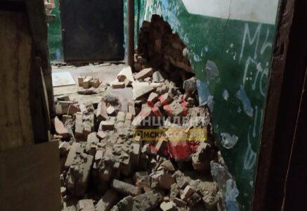 В пятиэтажке в Нефтяниках обрушилась стена