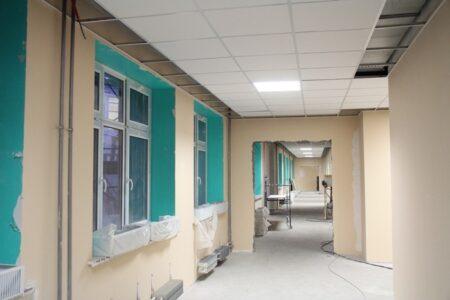Оксана Фадина проверила ход строительство детского сада в Рябиновке
