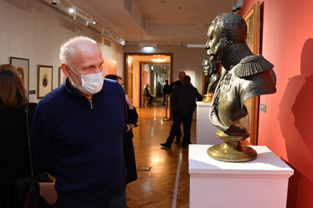 В Омске открылась выставка экспонатов из Эрмитажа
