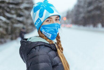 Участники Рождественского полумарафона в Омске получат шапку и защитную маску