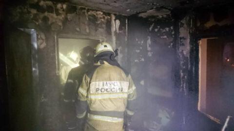 В бывшем общежитии Омска произошел сильный пожар